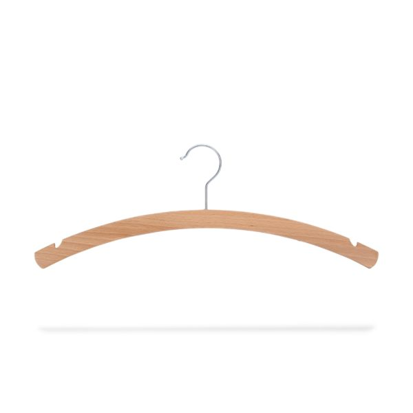 platzparender Kleiderbügel aus Holz mit Rockeinschnitte